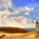 Küstenszene mit Leuchtturm